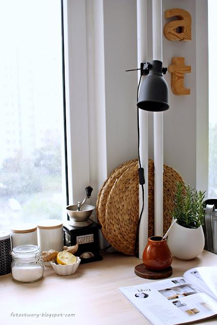 kitchen, blat, rury, drewniane litery