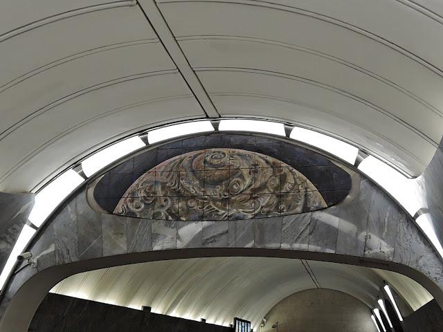 станция метро чкаловская панно