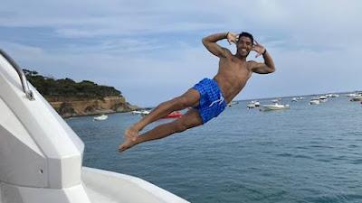 FOTO: Meme Luiz Suarez Saat Liburan Jadi Cibiran