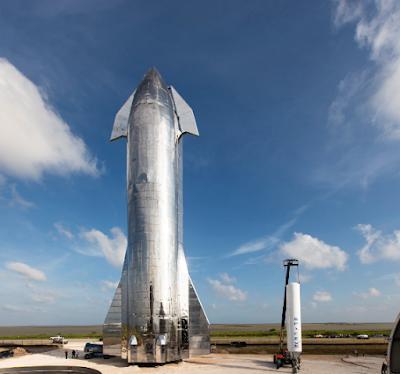 رجل الأعمال إيلون ماسك مصمم على غزو الفضاء.. وقد كشف النقاب عن سفينة فضائية كبيرة تحمل إسم ستار شيب Starship والتي أنتجتها شركة سبيس إكس.