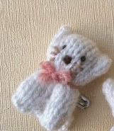 http://translate.googleusercontent.com/translate_c?depth=1&hl=es&rurl=translate.google.es&sl=auto&tl=es&u=http://knitsbysachi.wordpress.com/2013/11/12/knitted-bear-and-cat-pins/&usg=ALkJrhhyRQ5fyNKXvH2w0KAZupIKQUht_w