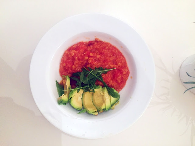 Healthy vegan lentil curry with avocado