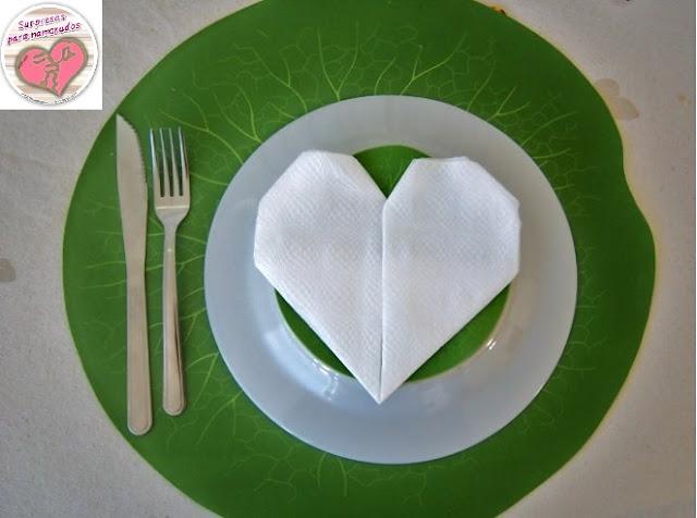 guardanapo com o formato de coração