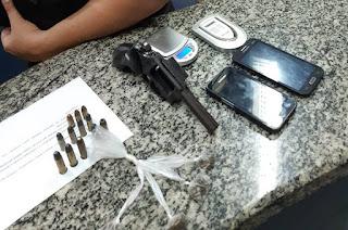 https://vnoticia.com.br/noticia/4054-drogas-arma-e-municoes-apreendidas-e-elemento-preso-em-santa-clara