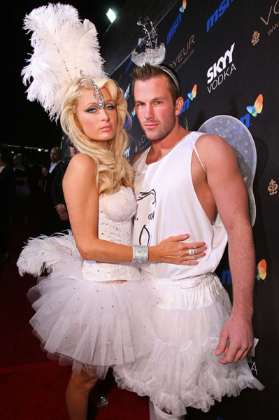 Paris Hilton y su novio Doug Reinhardt de ángeles