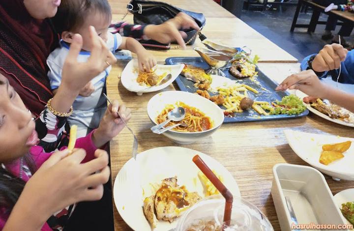 Western-Food Atas Dulang di Restoran The Border's Tea Parit Buntar