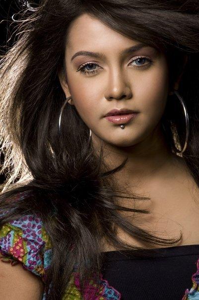Mila Islam Bangladeshi Singer Biography Hot Photos