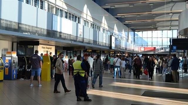 Romanian air traffic controllers go on strike