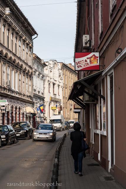 Aradi utca a Pizza House pizzázóval