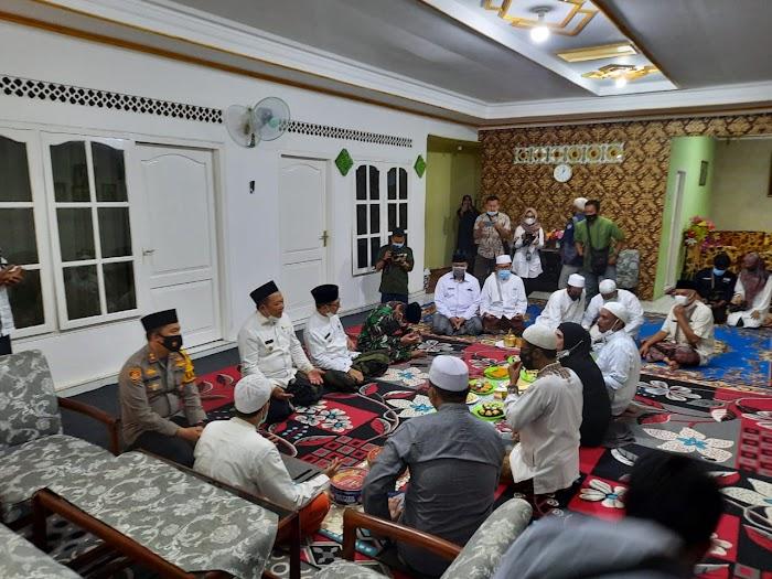 Jelang Pelaksanaan Haul Alm.HABIB SHOLEH BIN MUHSIN AL HAMID Ke-45, Forkopimda Jember Gelar Silaturahmi dan Himbau Prokes