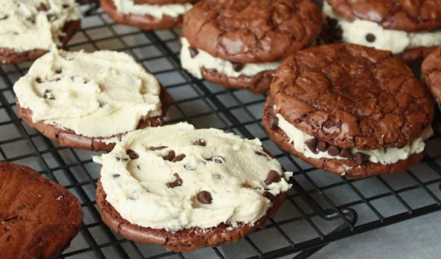 Sandwich Brownie Cookies with Cookie Dough Frosting #cookies #desserts