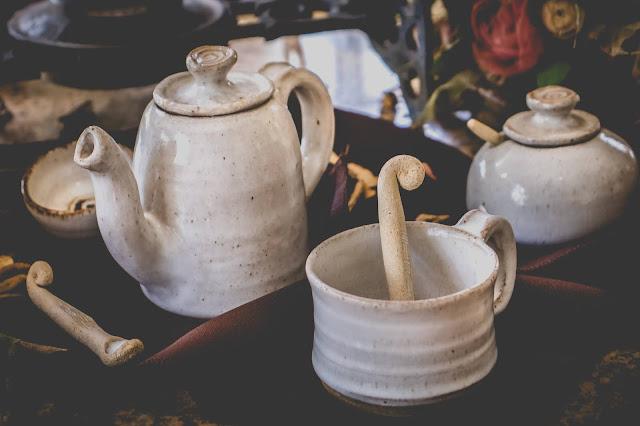 Conjunto oriental de cerâmica para chá
