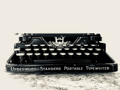 1923-Underwood-standard-portable-typewriter