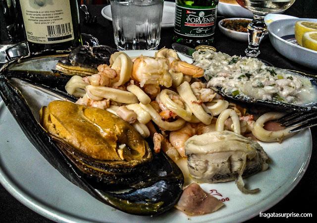 Jardim de Mariscos, prato servido no Mercado Central de Santiago