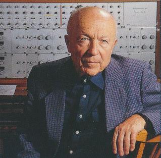 Oskar Sala en su estudio de Heerstrasse en 1990 con el Mixturtrautonium transistorizado