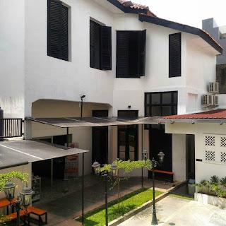 Ruang terbuka didalam restoran Pringsewu Kota Lama Semarang.