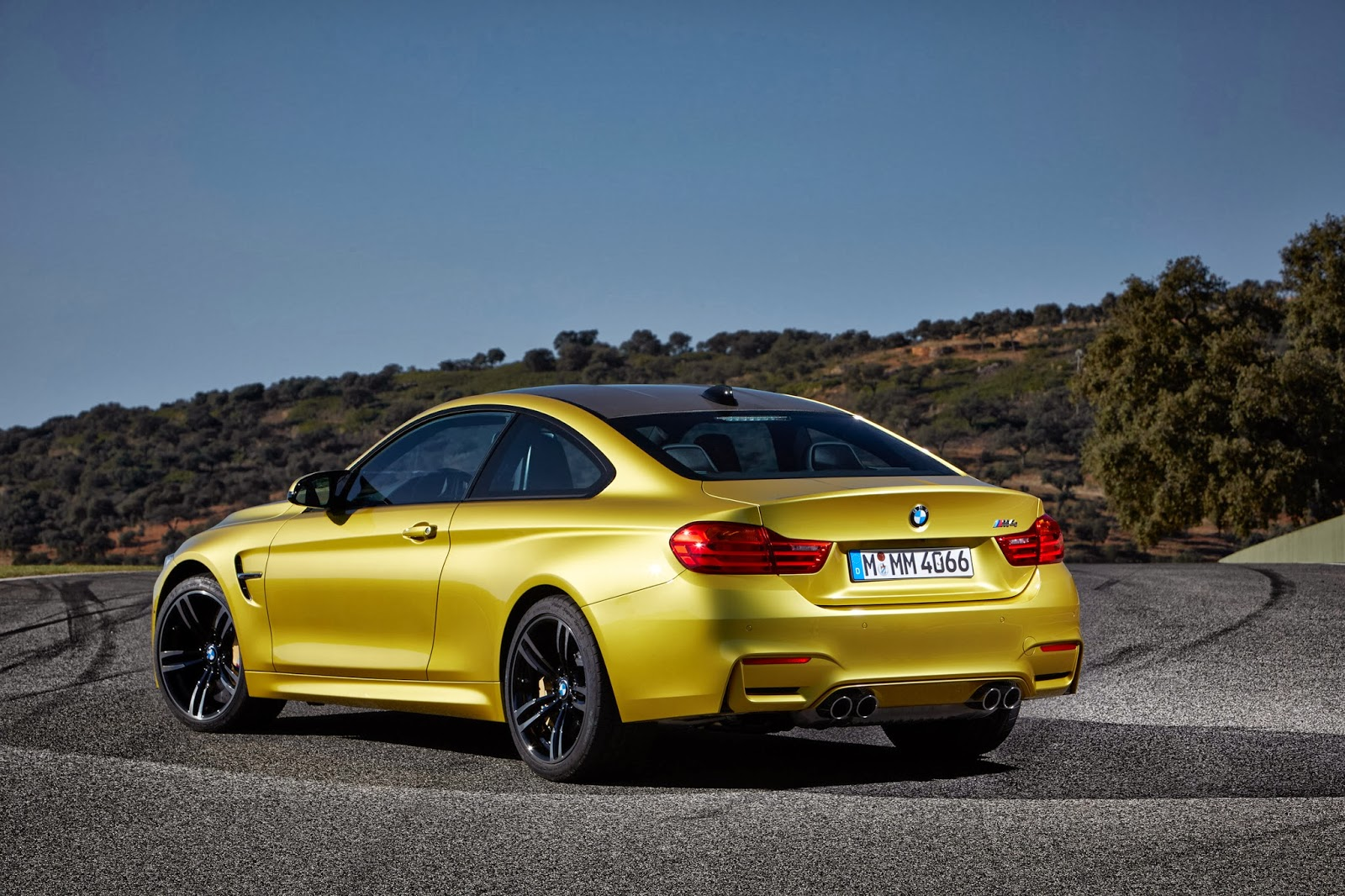 © Automotiveblogz: 2015 BMW M4 Coupe Photos