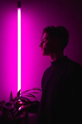 """Avec Ritual, un premier extrait bluffant autant que planant, prémices à son premier EP """"Everything Begins"""", Bō s'impose comme futur talent de la scène électro."""