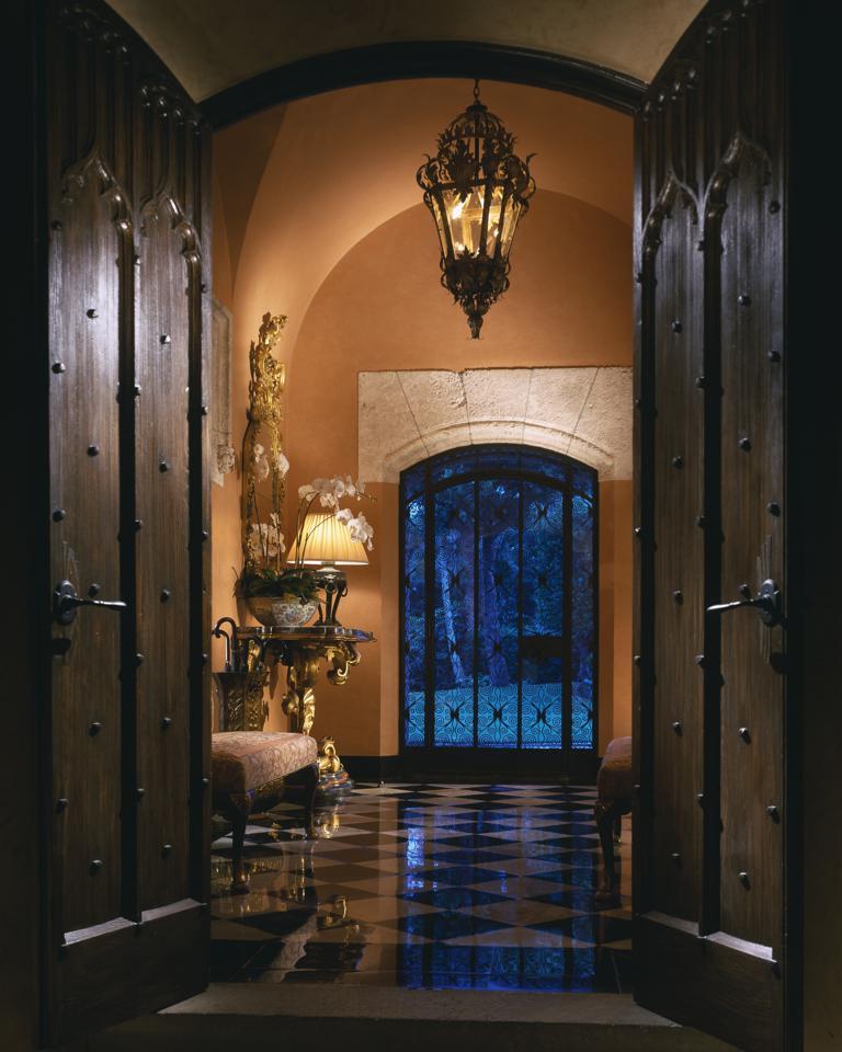 Spotlight Home Decor