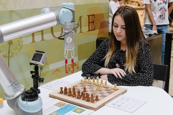 Световна шампионка по шахмат срещу робот - 1:1