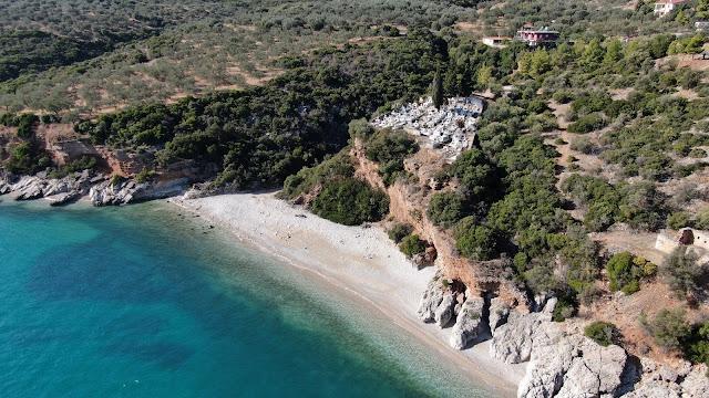 Νεκροταφείο: Η ξεχωριστή παραλία μόλις 15 λεπτά από το Ναύπλιο (βίντεο drone)