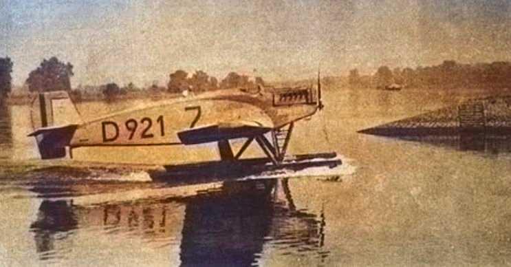 D-921'i kontrol etmesi pek kolay değildi, çünkü sürekli irtifa kaybediyordu.