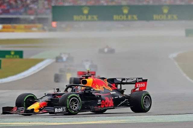 Max Verstappen Officially Extends Contract at Red Bull Until 2023