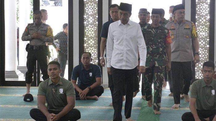 Jokowi Pilih Shalat Id Di Kampung Dari Pada Di Mesjid Istiqlal