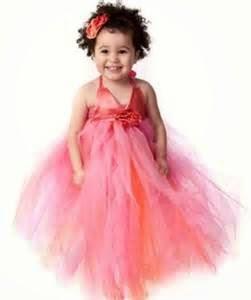 gambar anak perempuan memakai gaun