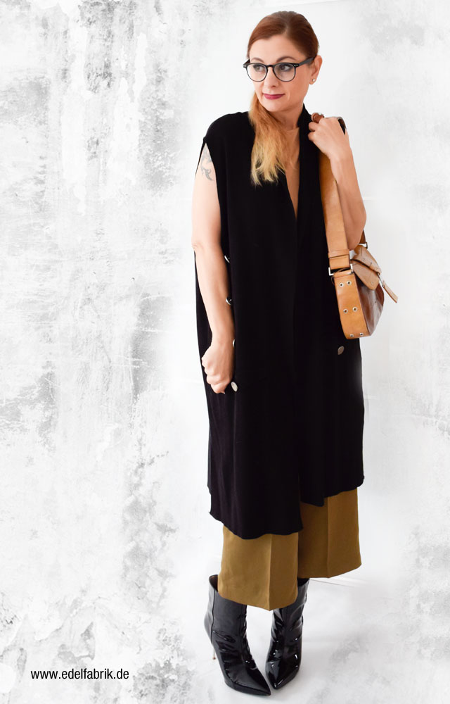 Schwarze Lackleder Stiefel, Culotte in Olivgrün