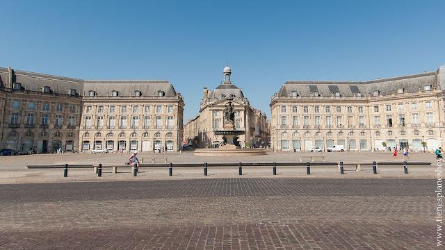 Viaje a Burdeos turismo plaza de la bolsa Bordeaux