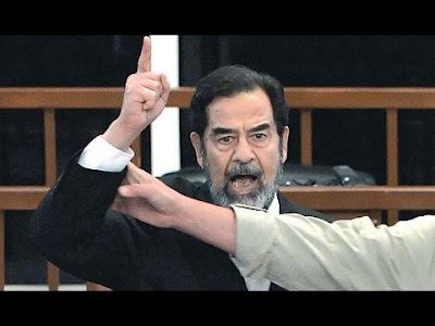 شاهد كيف تصرف صدام مع الحارس عندما رفع يده عليه