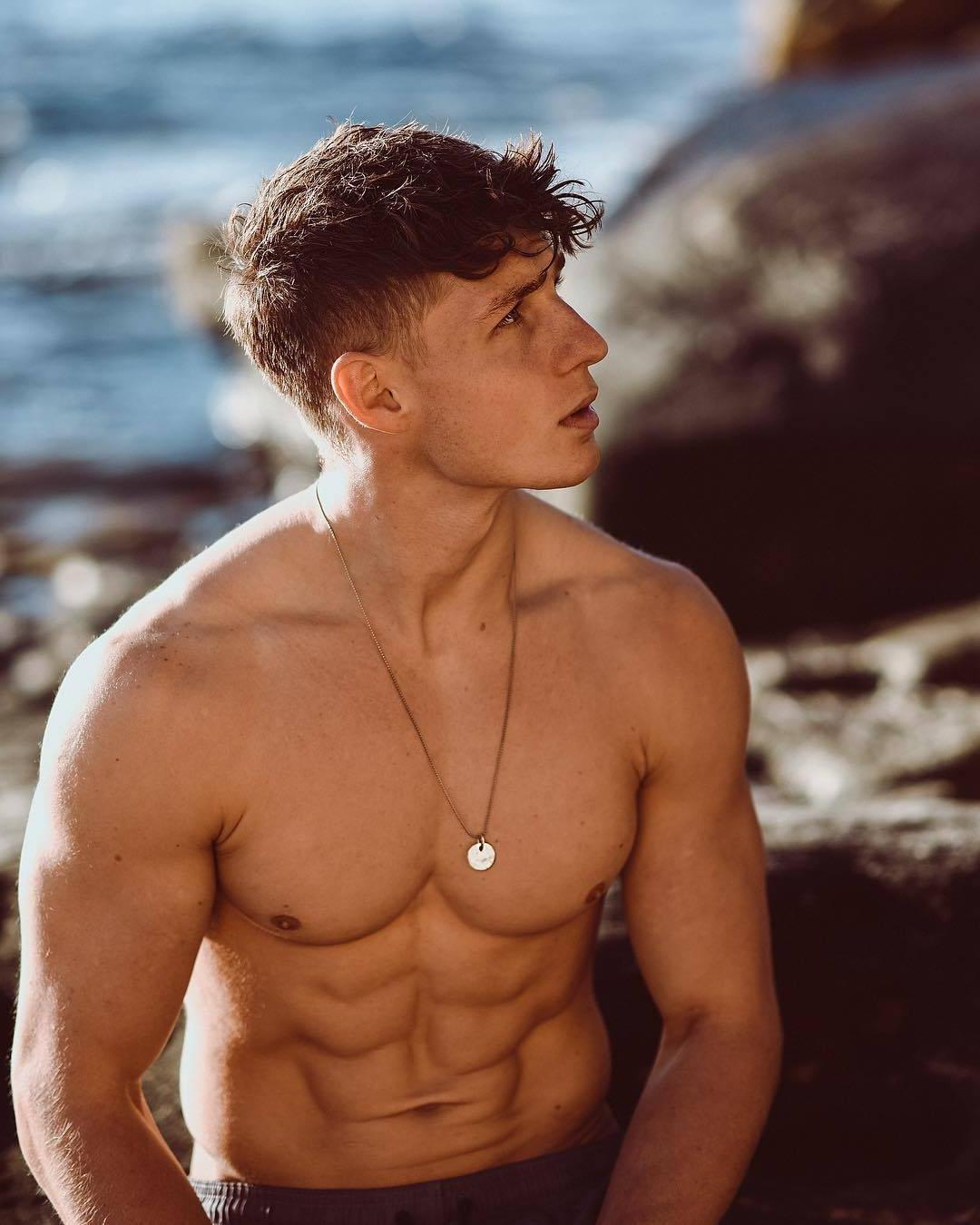 shirtless-fit-male-model-abs-pecs