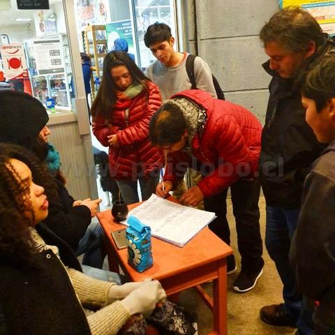 En Calbuco recolectan firmas