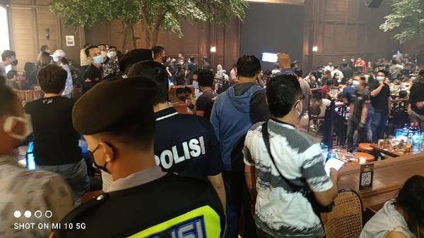 Kasus Holywings Seret Jokowi, Publik: Cuma HRS Dipenjara, Giliran Warteg Dirampas Dagangannya!