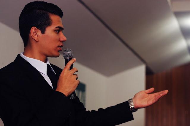Pekerjaan yang Cocok untuk Kamu yang Hobinya Public Speaking