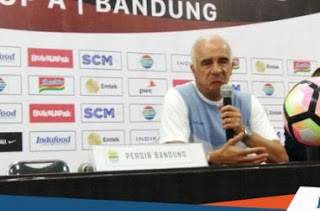 Lini Depan Persib Tumpul, Mario Gomez Tak Butuh Striker Baru
