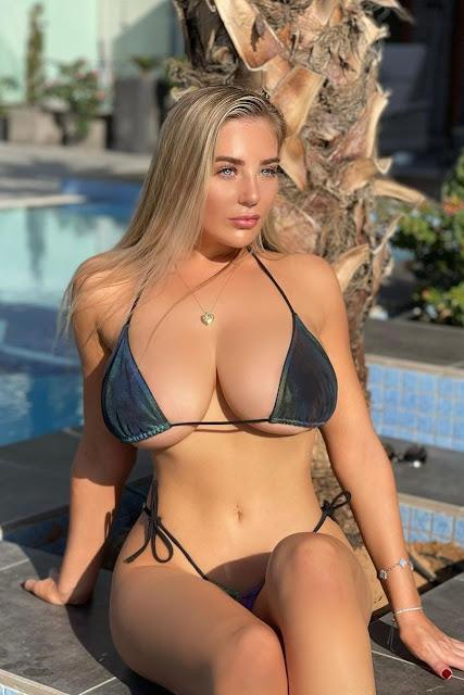 Busty bikini babe on a sunny day!