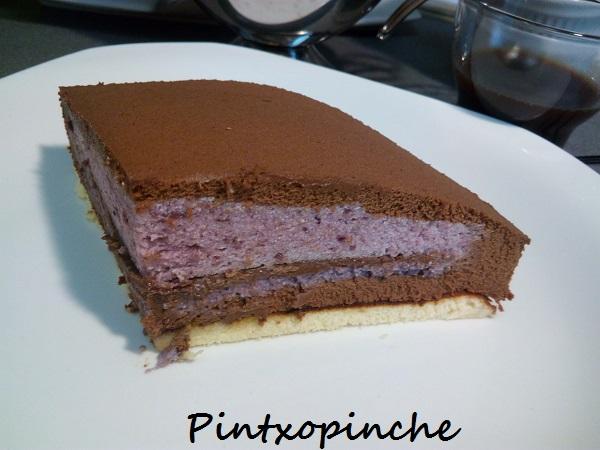 arandanos, chocolate, bizcocho, nata, pastel