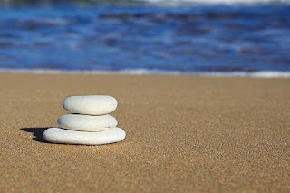 4 Faktor Pembentuk Kenapa Warna Pasir Pantai Bisa Berbeda-beda