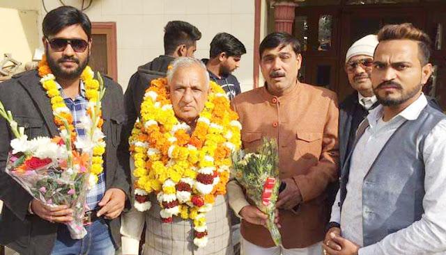 Senior BJP leader Roop Singh Nagar receives eulogy welcome in Harkesh Nagar