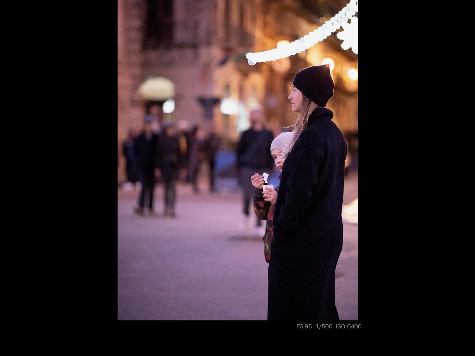 Девушка на ночной улице