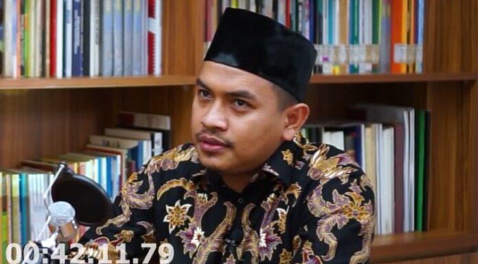 Usai Munarman, Kali Ini Giliran Aziz Yanuar Difitnah oleh Para Buzzer