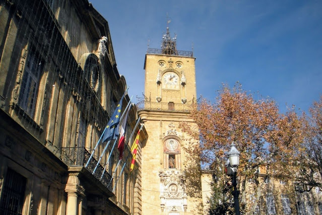 Christmas in Provence: Clock tower and Hôtel de Ville in Aix-en-Provence