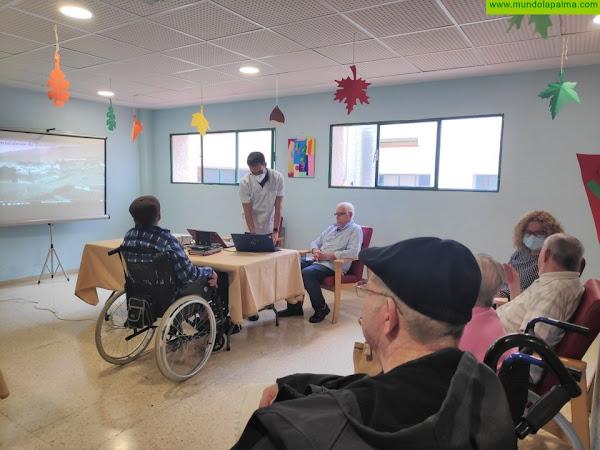 El Cabildo imparte un taller de informática a los usuarios de la Residencia de Mayores La Dehesa