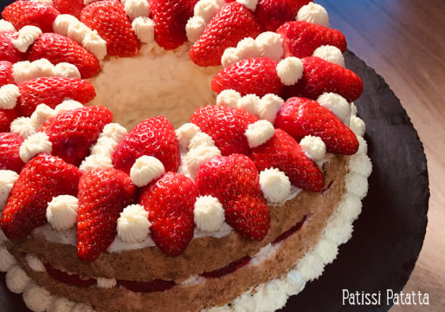 recette d'angel cake aux fraises, angel cake aux fraises, strawberries angel cake, gâteau des anges, gâteau des anges aux fraises, crémeux à la vanille, fraises, gâteau de printemps, pâtisserie, patissi-patatta
