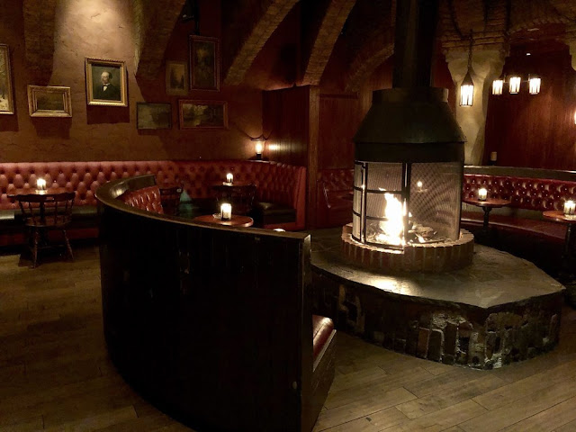Las Vegas Date-Worthy Restaurants You Can Snuggle at – Fireside!