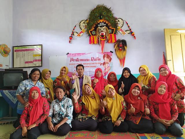 Mahasiswa KKNT STKIP PGRI Ponorogo Berbagi Strategi Membranding Sekolah