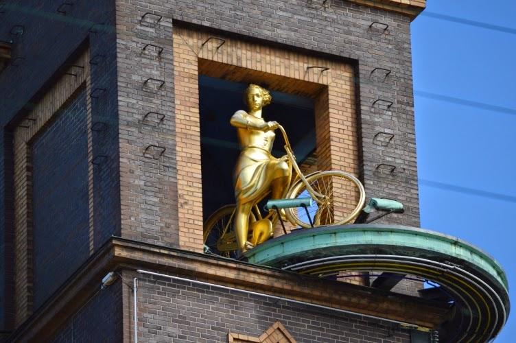 statue, golde, biker, rider, copenhagen, kodaň, denmark, dánsko, clock tower