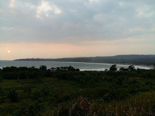 Pemandangan Pantai Ciantir dari jalur diatas Bukit